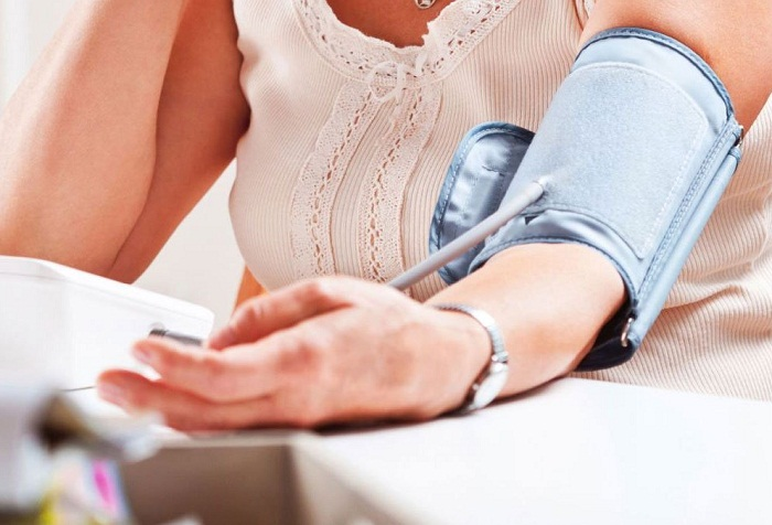 Một số kinh nghiệm chọn mua máy đo huyết áp gia đình